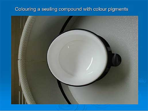 Colouring a sealing compound with colour pigments